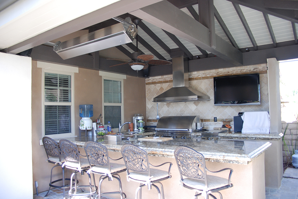 Outdoor Kitchen by Aquanetic Pools